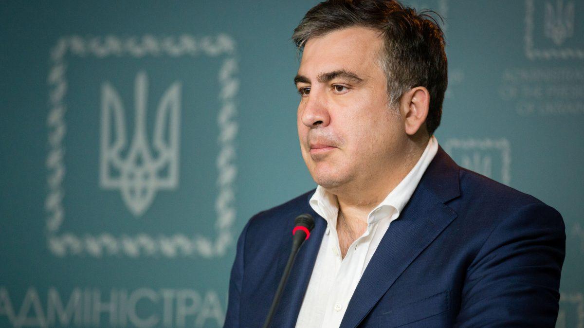 В Запорожье прокурор задекларировал перед увольнением служебную квартиру и 65 тысяч долларов «наличкой»