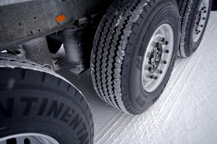 Яка різниця між шинами для вантажних автомобілів та шинами для легкових автомобілів?